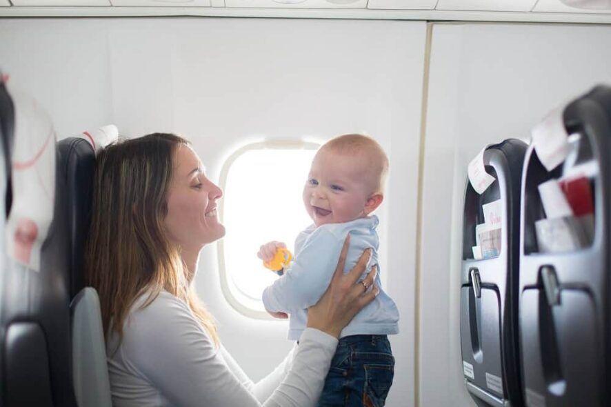 Cesta moisés para vuelos de larga distancia y asiento delantero (pasillo) en corta distancia