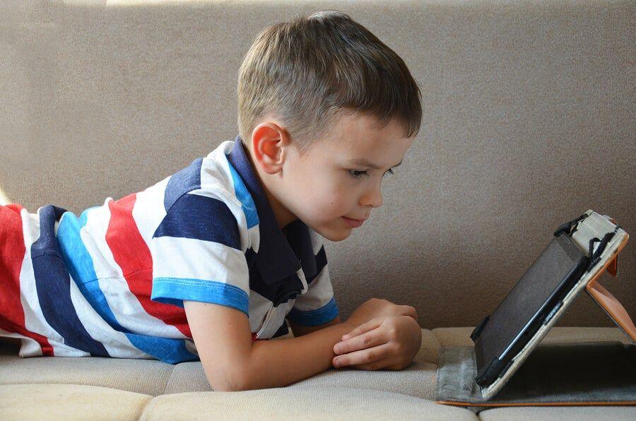 Es adecuado comprarle a un niño una tablet
