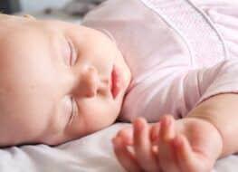 Bebés de 1 mes: alimentación, sueño y desarrollo en el primer mes de vida